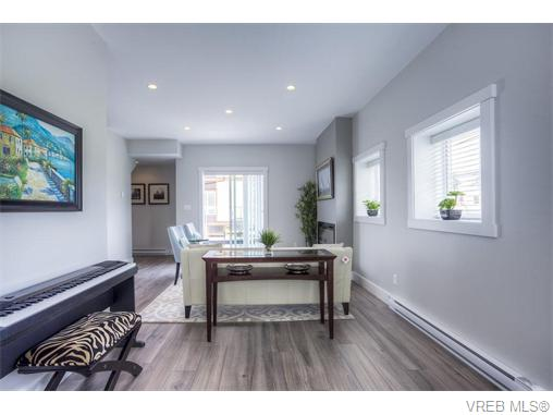Photo 7: 114 2737 Jacklin Road in VICTORIA: La Langford Proper Townhouse for sale (Langford)  : MLS® # 370985
