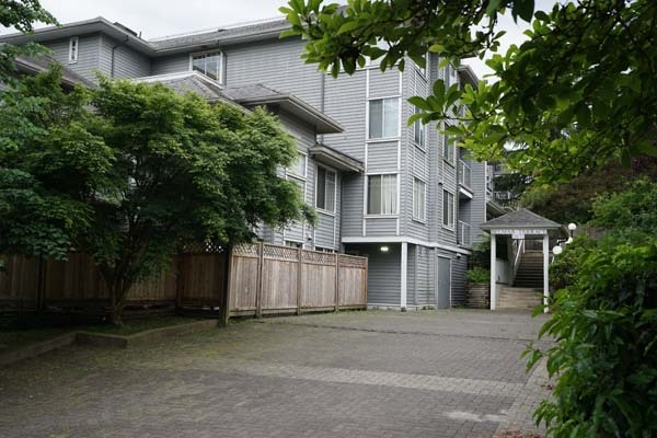 "Main Photo: 406 11671 FRASER Street in Maple Ridge: East Central Condo for sale in ""BELMAR TERRACE"" : MLS(r) # R2176511"