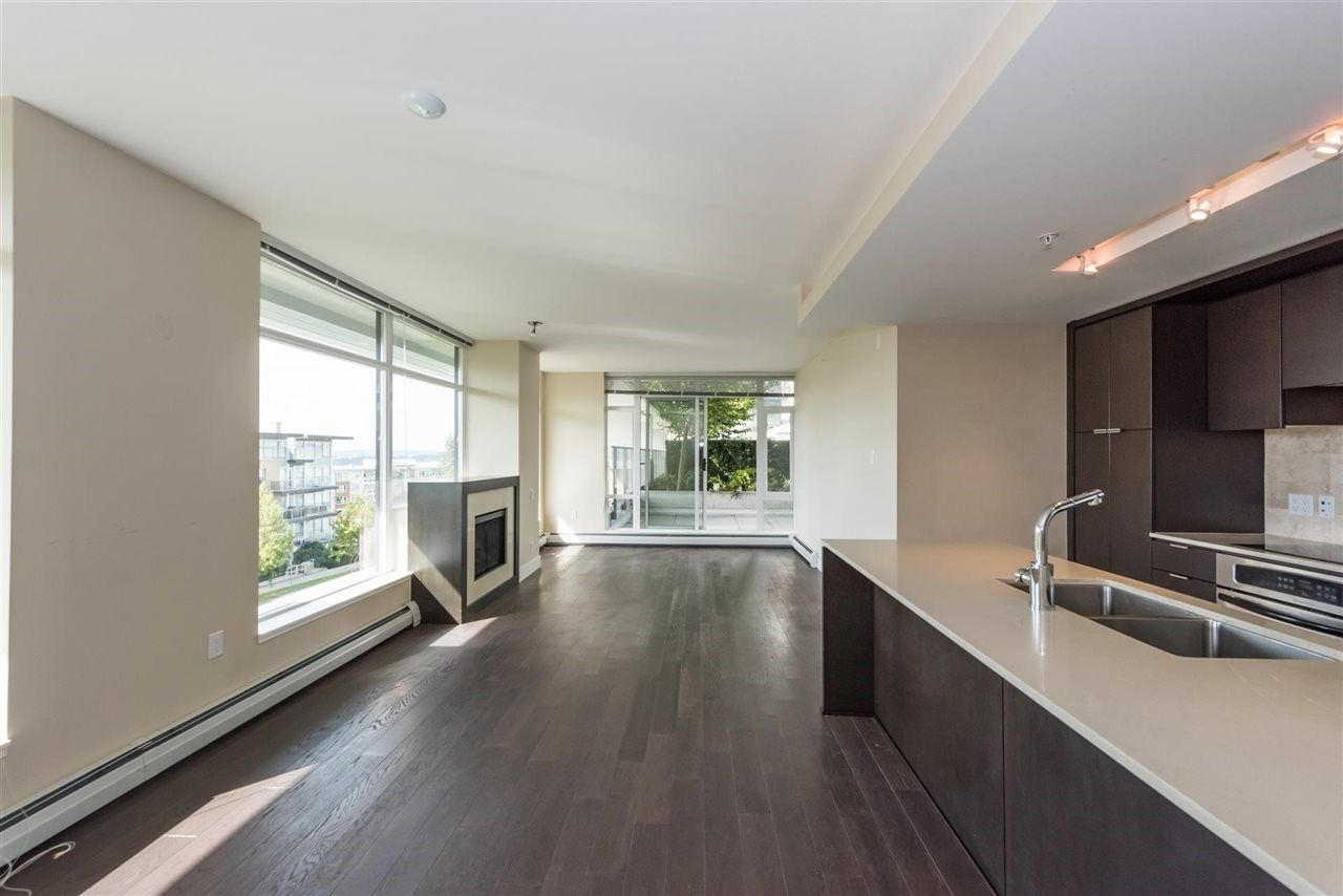 Photo 3: Photos: 306 158 W 13TH Street in North Vancouver: Central Lonsdale Condo for sale : MLS® # R2222274