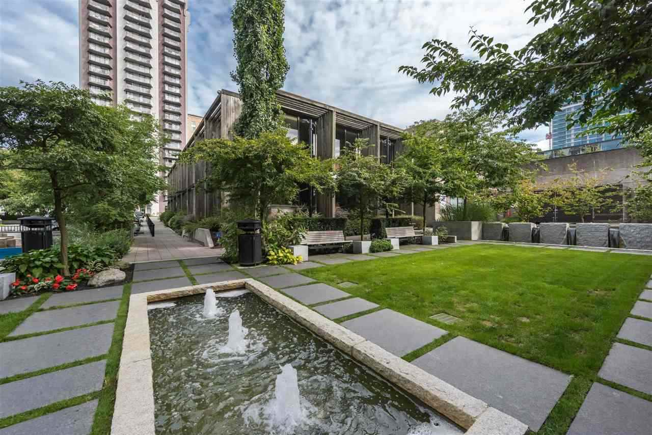 Photo 16: Photos: 306 158 W 13TH Street in North Vancouver: Central Lonsdale Condo for sale : MLS® # R2222274