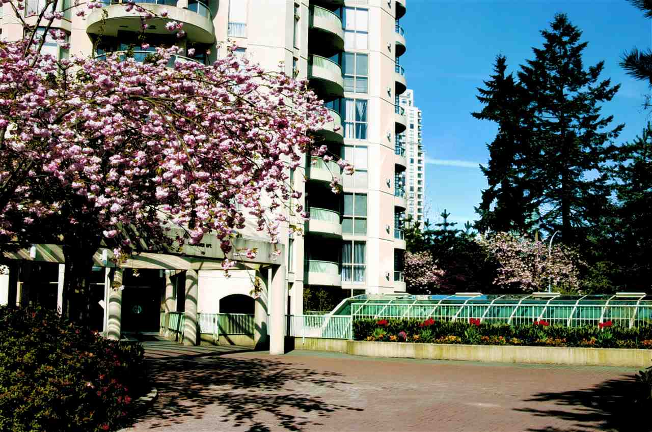 "Main Photo: 605 6188 PATTERSON Avenue in Burnaby: Metrotown Condo for sale in ""WIMBLEDON CLUB"" (Burnaby South)  : MLS®# R2257314"