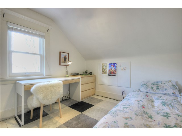 "Photo 12: 1853 E 6TH Avenue in Vancouver: Grandview VE House for sale in ""COMMERCIAL DRIVE"" (Vancouver East)  : MLS® # V1048998"