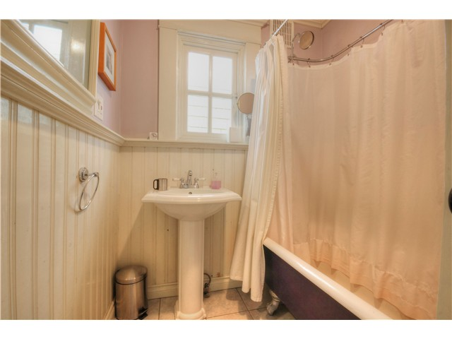 "Photo 13: 1853 E 6TH Avenue in Vancouver: Grandview VE House for sale in ""COMMERCIAL DRIVE"" (Vancouver East)  : MLS® # V1048998"