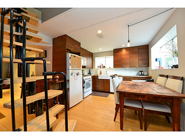 Photo 10: 4810 ALBERT Street in Burnaby: Capitol Hill BN House for sale (Burnaby North)  : MLS® # V1117852