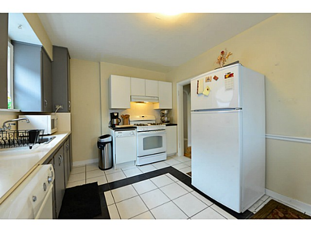 Photo 5: 4810 ALBERT Street in Burnaby: Capitol Hill BN House for sale (Burnaby North)  : MLS® # V1117852