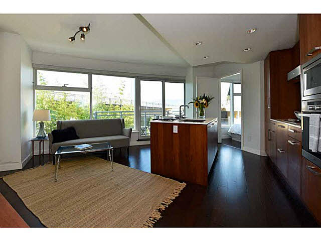 "Photo 2: 303 1565 W 6TH Avenue in Vancouver: False Creek Condo for sale in ""6th & Fir"" (Vancouver West)  : MLS® # V1143228"