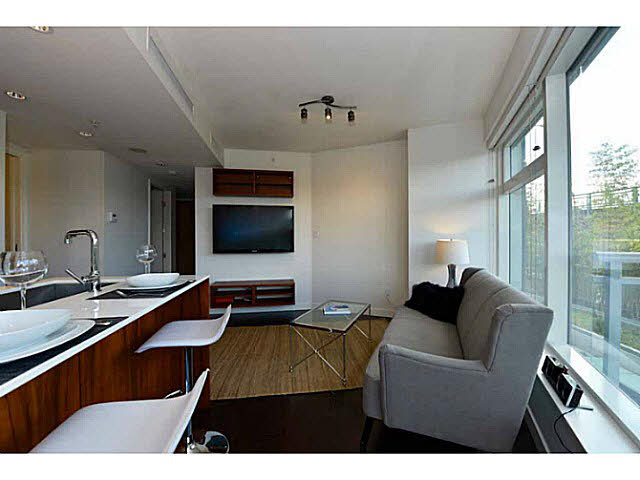 "Photo 3: 303 1565 W 6TH Avenue in Vancouver: False Creek Condo for sale in ""6th & Fir"" (Vancouver West)  : MLS® # V1143228"