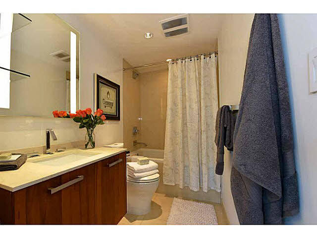 "Photo 12: 303 1565 W 6TH Avenue in Vancouver: False Creek Condo for sale in ""6th & Fir"" (Vancouver West)  : MLS® # V1143228"