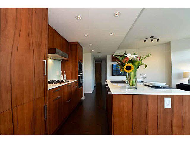 "Photo 6: 303 1565 W 6TH Avenue in Vancouver: False Creek Condo for sale in ""6th & Fir"" (Vancouver West)  : MLS® # V1143228"