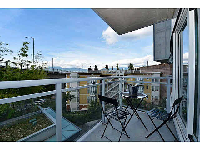 "Photo 11: 303 1565 W 6TH Avenue in Vancouver: False Creek Condo for sale in ""6th & Fir"" (Vancouver West)  : MLS® # V1143228"