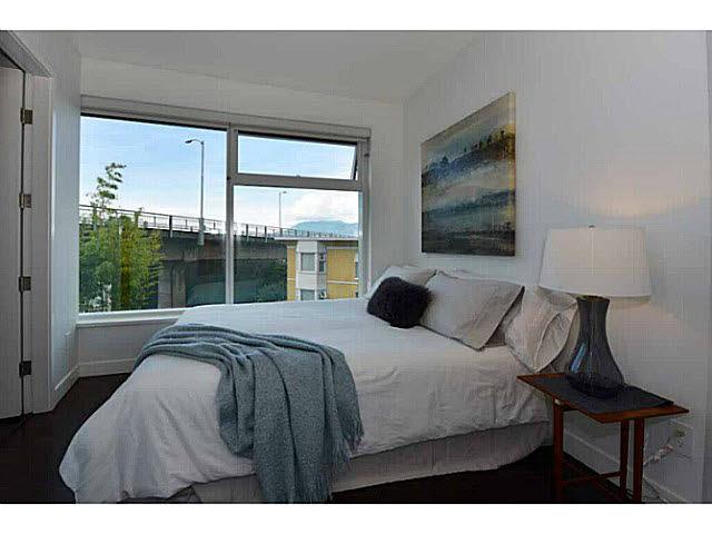 "Photo 8: 303 1565 W 6TH Avenue in Vancouver: False Creek Condo for sale in ""6th & Fir"" (Vancouver West)  : MLS® # V1143228"