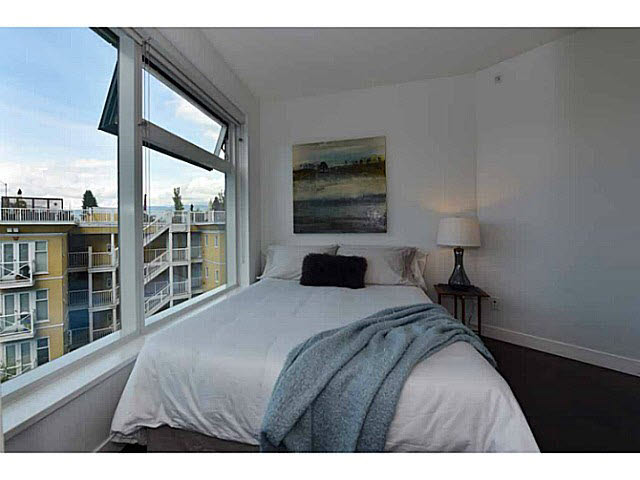 "Photo 7: 303 1565 W 6TH Avenue in Vancouver: False Creek Condo for sale in ""6th & Fir"" (Vancouver West)  : MLS® # V1143228"