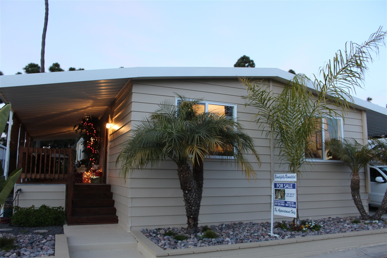 Photo 2: CARLSBAD WEST Manufactured Home for sale : 2 bedrooms : 7304 San Bartolo in Carlsbad