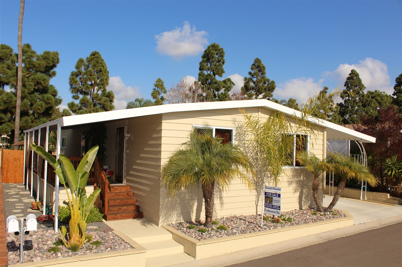 Main Photo: CARLSBAD WEST Manufactured Home for sale : 2 bedrooms : 7304 San Bartolo in Carlsbad