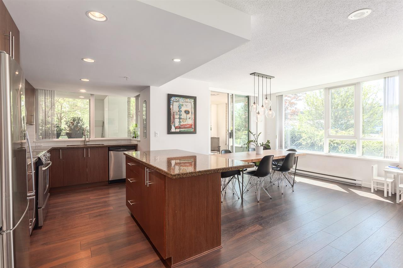 "Photo 4: 111 125 MILROSS Avenue in Vancouver: Mount Pleasant VE Condo for sale in ""CREEKSIDE"" (Vancouver East)  : MLS(r) # R2093930"