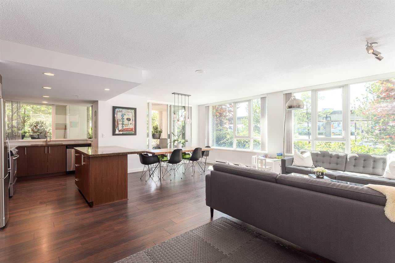 "Photo 3: 111 125 MILROSS Avenue in Vancouver: Mount Pleasant VE Condo for sale in ""CREEKSIDE"" (Vancouver East)  : MLS(r) # R2093930"