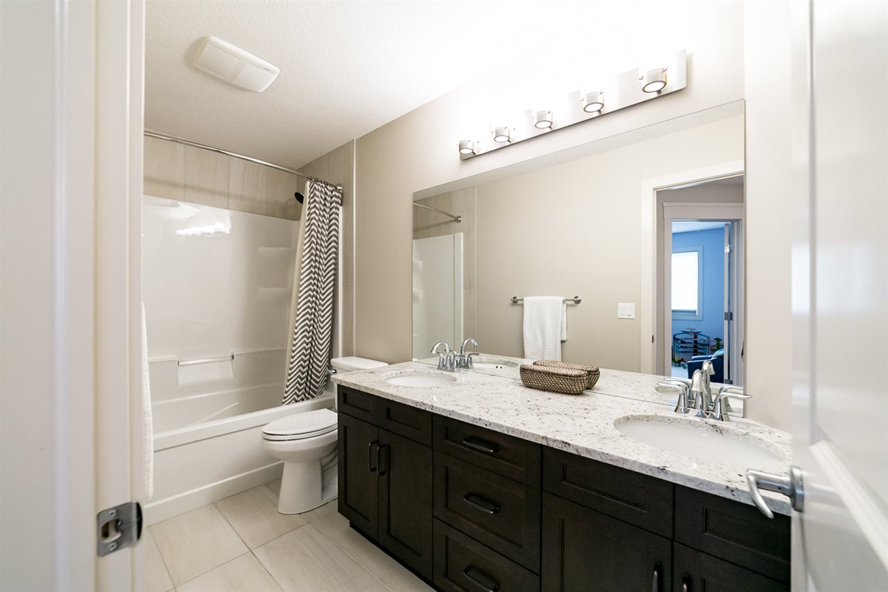 Upstairs, 5-Piece Full Bathroom