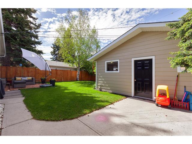 Photo 25: 3207 BEARSPAW Drive NW in Calgary: Brentwood House for sale : MLS® # C4118825