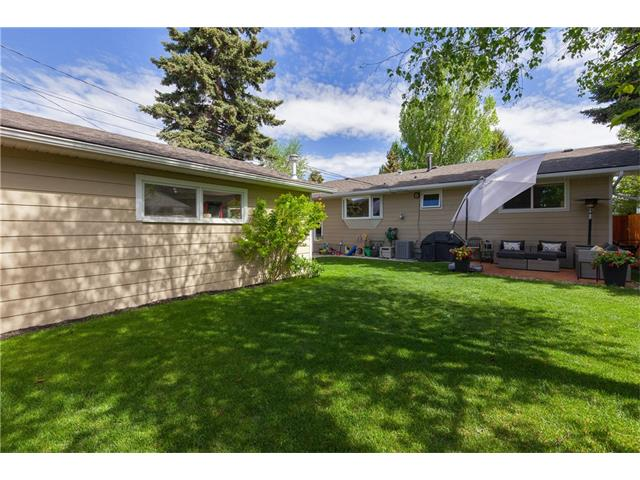 Photo 26: 3207 BEARSPAW Drive NW in Calgary: Brentwood House for sale : MLS® # C4118825