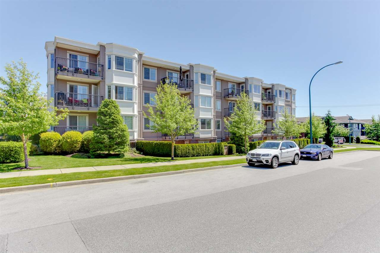 "Photo 2: 304 15357 ROPER Avenue: White Rock Condo for sale in ""REGENCY COURT"" (South Surrey White Rock)  : MLS(r) # R2171104"
