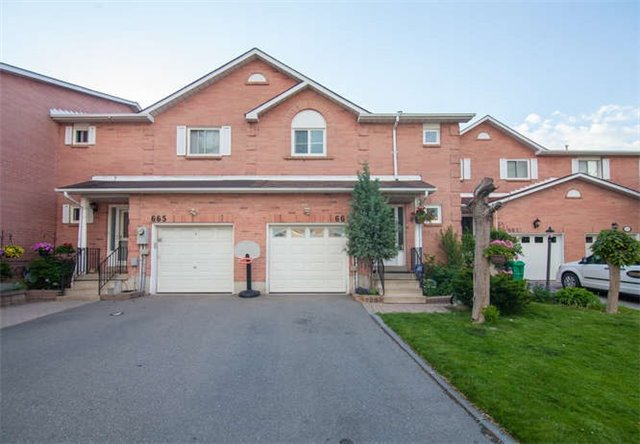 Main Photo: 663 Dinsmore Court in Mississauga: East Credit House (2-Storey) for sale : MLS® # W3823351