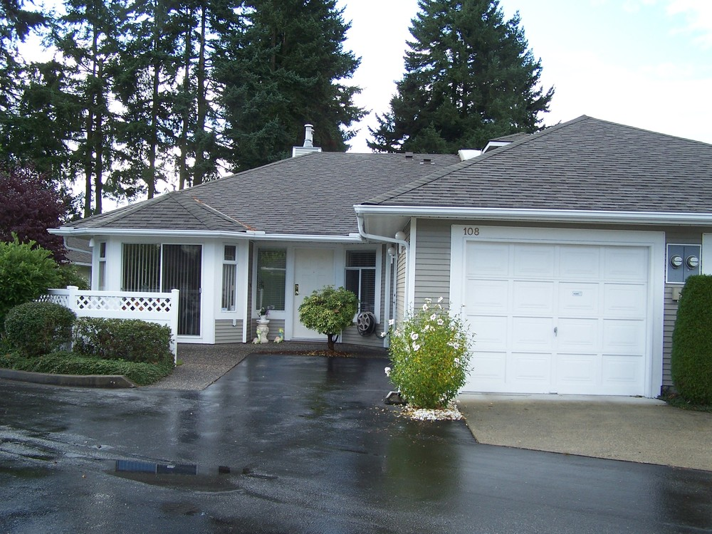 Main Photo: 108 2460 156TH Street in South Surrey White Rock: Home for sale : MLS® # F1125474