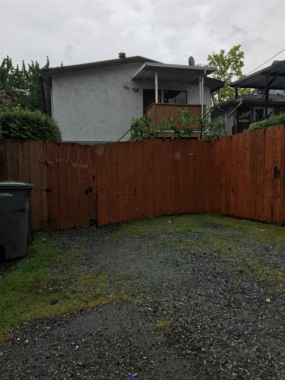 Photo 11: 823 E 15TH Avenue in Vancouver: Mount Pleasant VE House Duplex for sale (Vancouver East)  : MLS(r) # R2176110