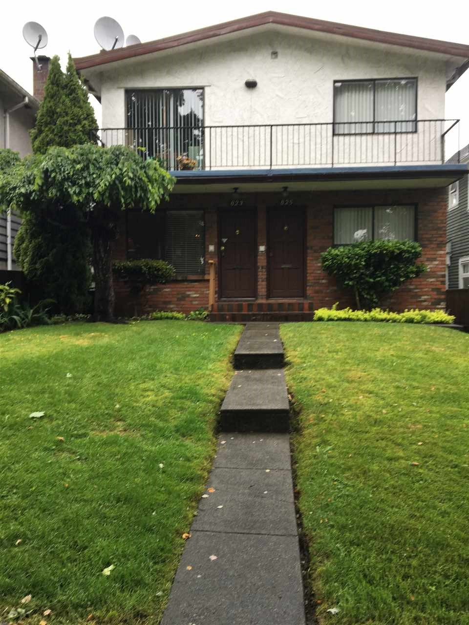 Main Photo: 823 E 15TH Avenue in Vancouver: Mount Pleasant VE House Duplex for sale (Vancouver East)  : MLS(r) # R2176110