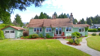 "Main Photo: 4656 SUNSHINE COAST Highway in Sechelt: Sechelt District House for sale in ""DAVIS BAY"" (Sunshine Coast)  : MLS® # R2176564"