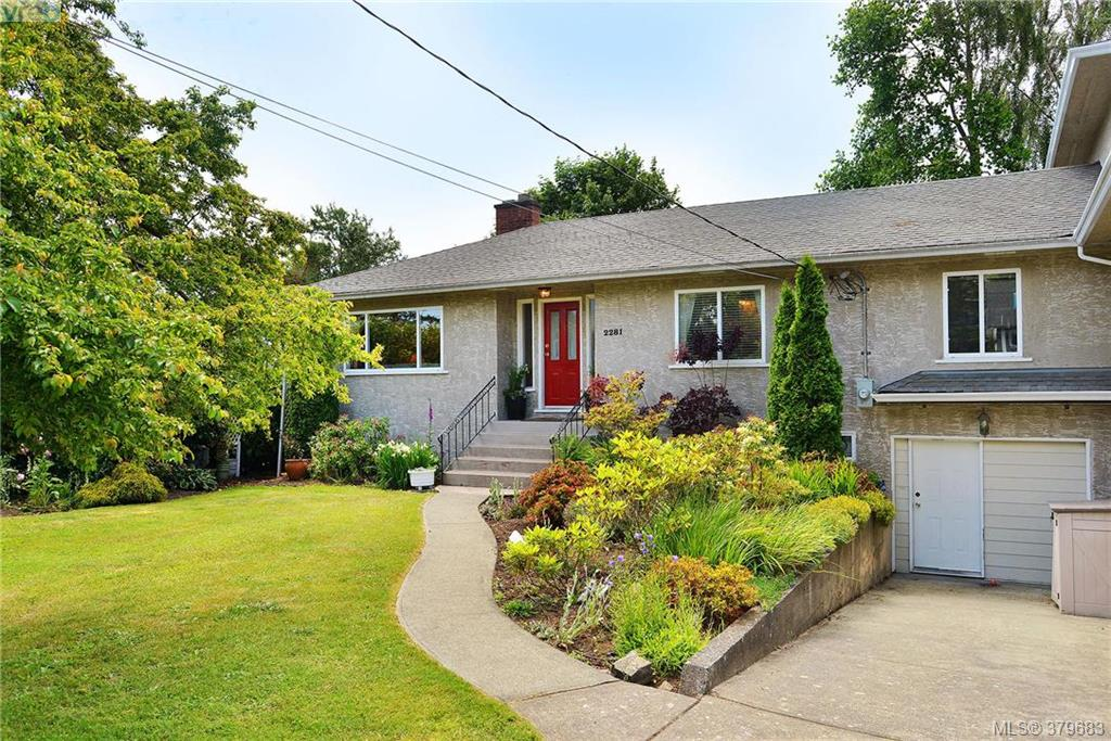Main Photo: 2281 Edgelow Street in VICTORIA: SE Arbutus Strata Duplex Unit for sale (Saanich East)  : MLS(r) # 379683