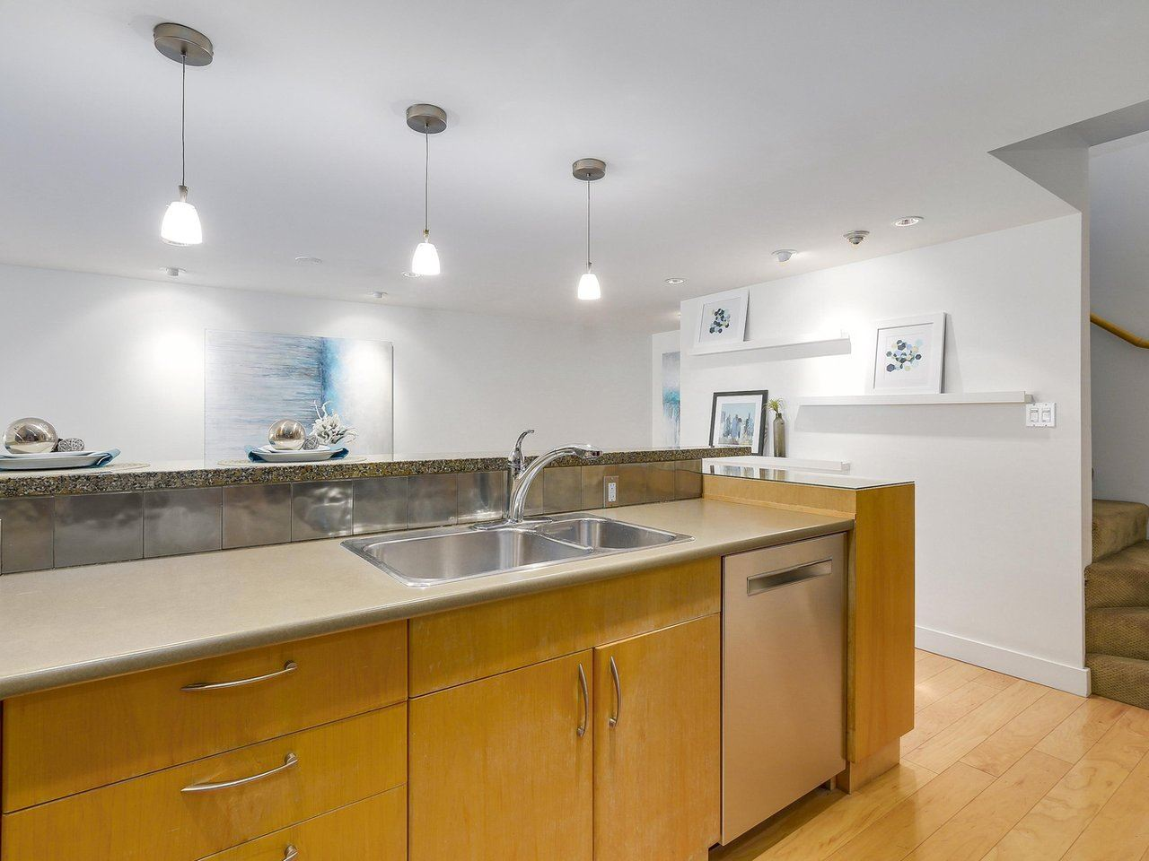 "Photo 12: 2411 W 1ST Avenue in Vancouver: Kitsilano Townhouse for sale in ""Bayside Manor"" (Vancouver West)  : MLS® # R2191405"