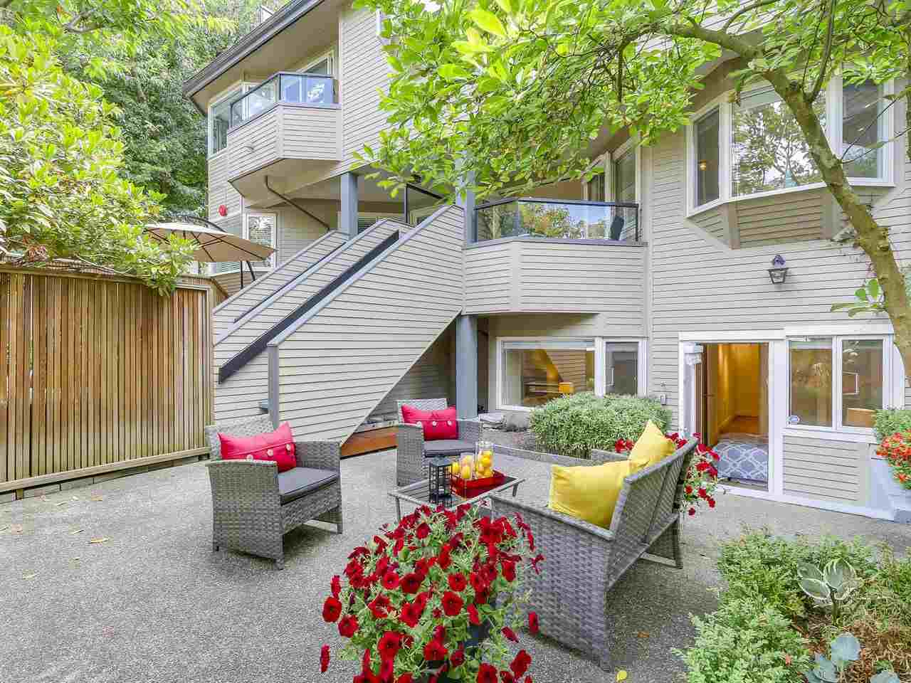 "Photo 18: 2411 W 1ST Avenue in Vancouver: Kitsilano Townhouse for sale in ""Bayside Manor"" (Vancouver West)  : MLS® # R2191405"