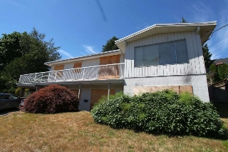 Main Photo: 84 WARRICK Street in Coquitlam: Cape Horn House for sale : MLS® # R2193887