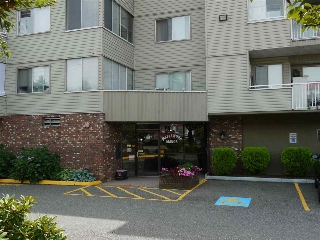 "Main Photo: 102 32040 TIMS Avenue in Abbotsford: Abbotsford West Condo for sale in ""Maplewood Manor"" : MLS®# R2196628"