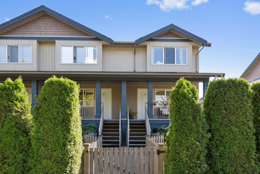 "Main Photo: 3 1268 RIVERSIDE Drive in Port Coquitlam: Riverwood Townhouse for sale in ""SOMERSTON LANE"" : MLS®# R2205211"