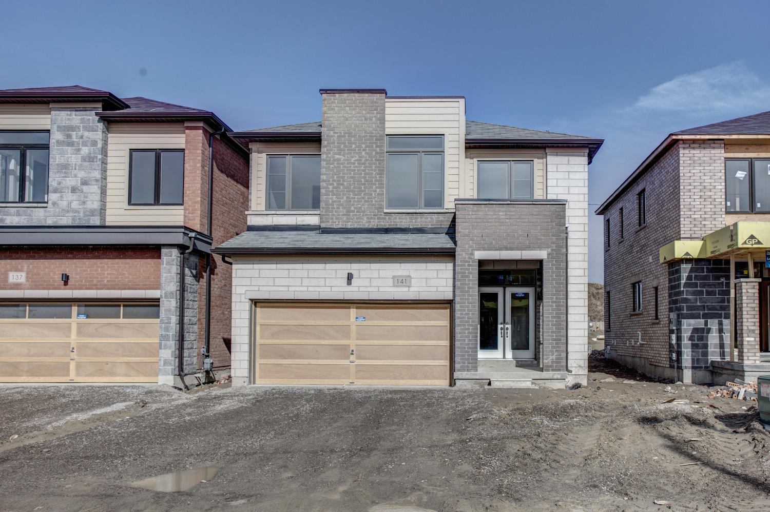 Main Photo: 141 Vantage Loop in Newmarket: Woodland Hill Freehold for sale