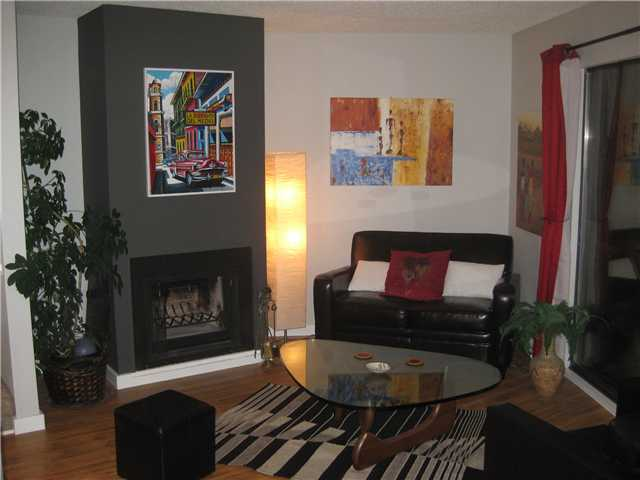 "Photo 3: 4 251 W 14TH Street in North Vancouver: Central Lonsdale Townhouse for sale in ""THE TIMBERS"" : MLS® # V877713"