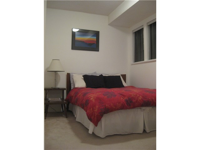 "Photo 7: 4 251 W 14TH Street in North Vancouver: Central Lonsdale Townhouse for sale in ""THE TIMBERS"" : MLS® # V877713"