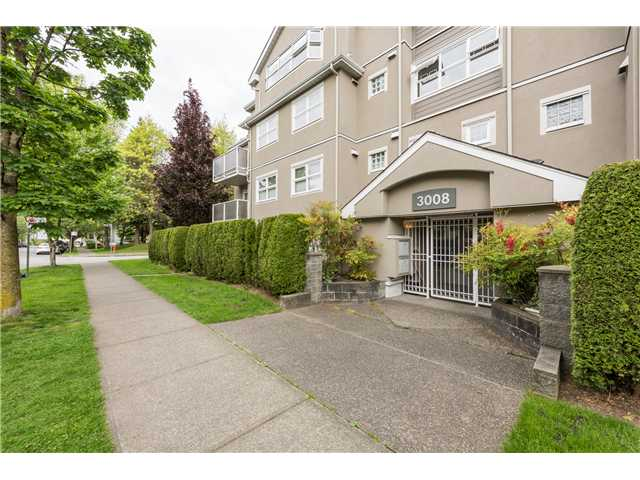 "Main Photo: 401 3008 WILLOW Street in Vancouver: Fairview VW Condo for sale in ""WILLOW PLACE"" (Vancouver West)  : MLS® # V1123671"