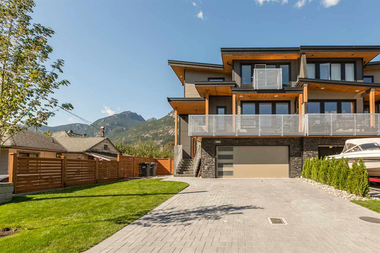 "Main Photo: 39805 NO NAME Road in Squamish: Northyards House 1/2 Duplex for sale in ""NORTHYARDS"" : MLS® # V1141730"