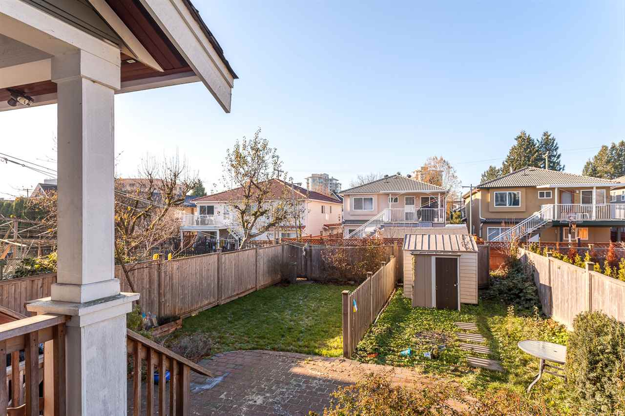 "Photo 16: 3993 WELWYN Street in Vancouver: Victoria VE House 1/2 Duplex for sale in ""CEDAR COTTAGE"" (Vancouver East)  : MLS(r) # R2018034"
