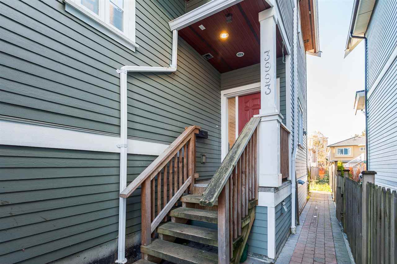 "Photo 3: 3993 WELWYN Street in Vancouver: Victoria VE House 1/2 Duplex for sale in ""CEDAR COTTAGE"" (Vancouver East)  : MLS(r) # R2018034"