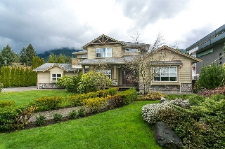 Main Photo: 4456 CANTERBURY Crescent in North Vancouver: Forest Hills NV House for sale : MLS(r) # R2047393
