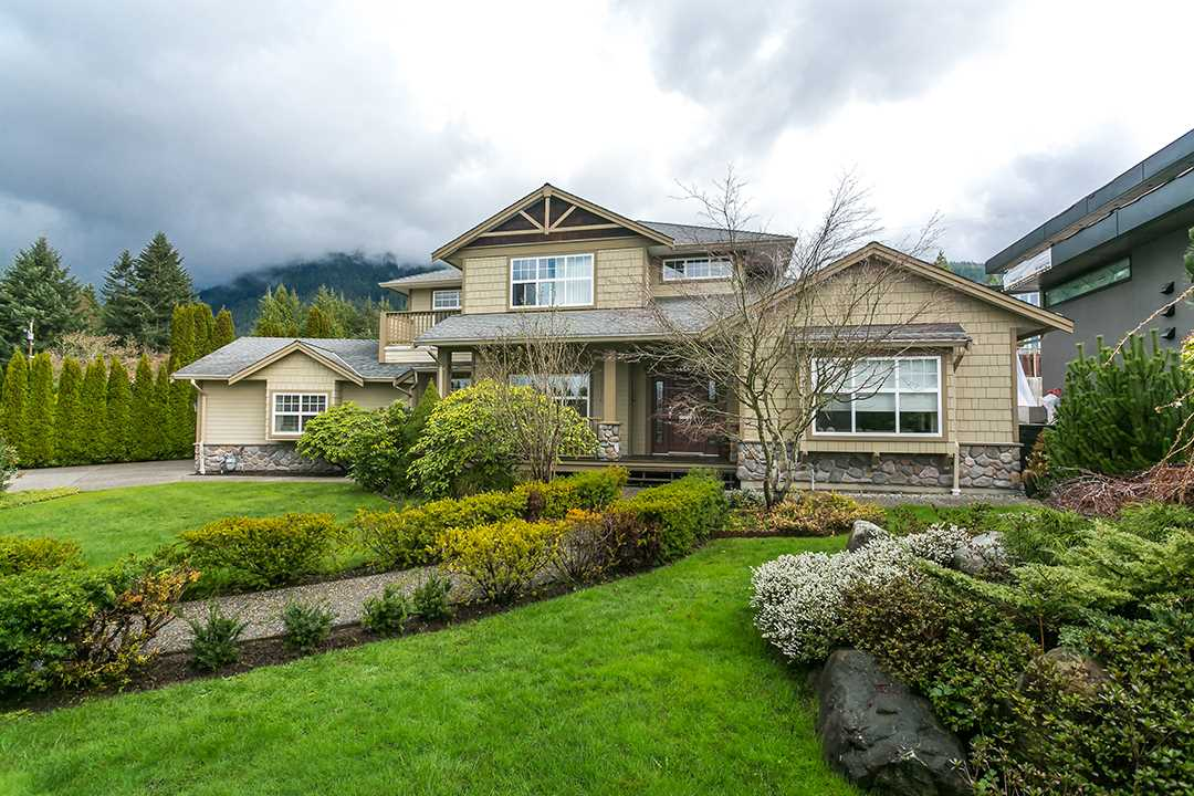 Main Photo: 4456 CANTERBURY Crescent in North Vancouver: Forest Hills NV House for sale : MLS® # R2047393
