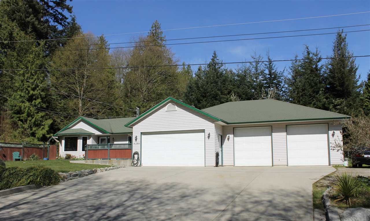 Main Photo: 6286 CHRISTIAN Road in Sechelt: Sechelt District House for sale (Sunshine Coast)  : MLS® # R2051411