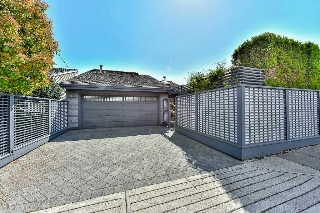 "Main Photo: 1420 VIEW Crescent in Delta: Beach Grove House for sale in ""VILLAGE GREENS"" (Tsawwassen)  : MLS® # R2072510"