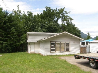Main Photo: 64081 FLOOD HOPE Road in Hope: Hope Silver Creek House for sale : MLS(r) # R2075710