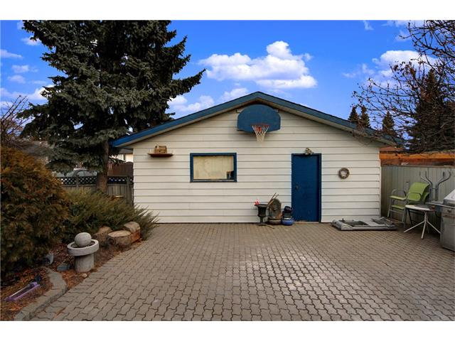 Photo 2: 7944 HUNTWICK Hill(S) NE in Calgary: Huntington Hills House for sale : MLS(r) # C4106885