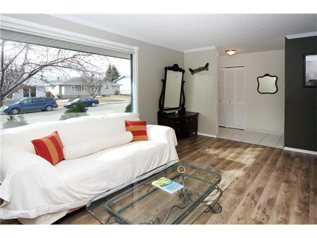 Photo 5: 7944 HUNTWICK Hill(S) NE in Calgary: Huntington Hills House for sale : MLS(r) # C4106885