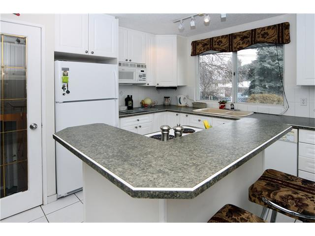 Photo 12: 7944 HUNTWICK Hill(S) NE in Calgary: Huntington Hills House for sale : MLS(r) # C4106885